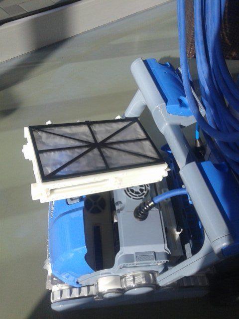 cistac-bazena-robot-dolphin-m400-slika-62956178